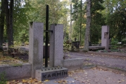 Karmini-perekonna-rahula-Tartus-Raadi-kalmistul_ 1988-2